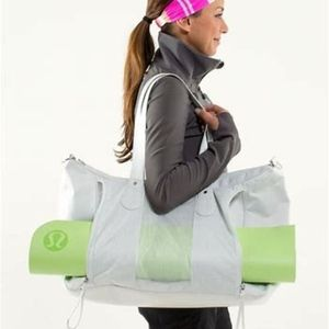 lululemon Sand to Savasana Duffel